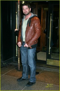 gerard-butler-leather-head-021