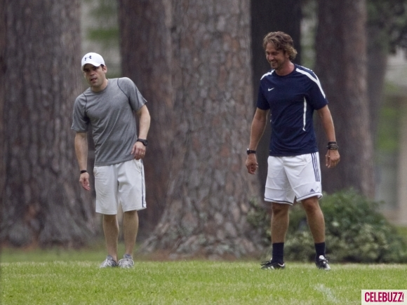 gerard-butler-playing-the-field-042011-3-580x435
