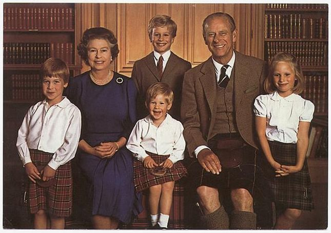 """Фото 94320  """" Королевская семья  """" Шотландия: Мужчины в килтах."""